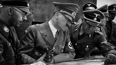 A German SS-Standartenführer showing troop dispositions on a map to Himmler and Hitler, 1939 (Photo from ww2db.com)