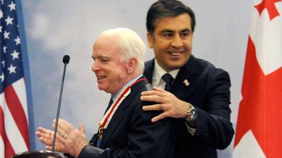 Mikheil Saakashvili (R) and John McCain.(Reuters / PIrakli Gedenidze)