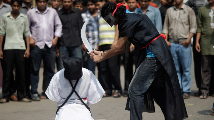 ARCHIVE PHOTO: Members of Magic Movement, a group of young Bangladeshis, stage a mock execution scene in protest of Saudi Arabia beheading (Reuters / Andrew Biraj)