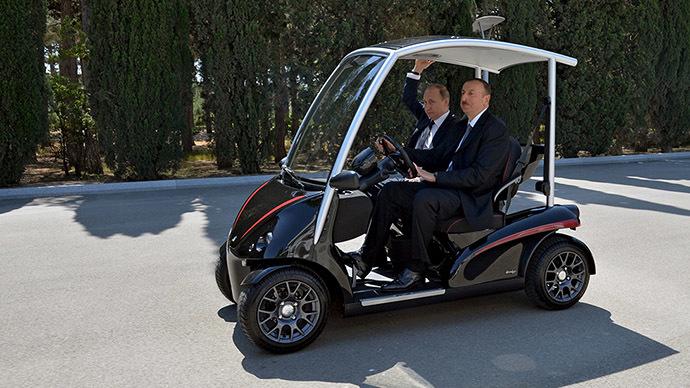 Azerbaijan's President Ilham Aliyev (R) rides a cart with Russia's President Vladimir Putin. (Reuters / Alexei Druzhinin / RIA Novosti / Kremlin)
