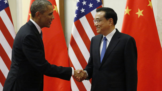 U.S. President Barack Obama (L) shakes hands with Chinese Premier Li Keqiang.(Reuters / Kevin Lamarque)
