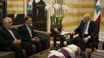 Ali Akbar Velayati (C), Iran's Supreme Leader Ayatollah Ali Khamenei's top adviser on international affairs, meets with Lebanon's Prime Minister Tammam Salam along with Iranian ambassador in Lebanon Mohammad Fathali (L) at the government palace in Beirut, May 18, 2015. (Reuters / Mohamed Azakir)