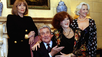 "The cast members of one of Britain's most popular TV series in the 1960s ""The Avengers"" (L-R) Diana Rigg, Patrick MacNee, Linda Thorson and Honor Blackman are reunited for the first time October 26. (Reuters)"