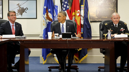 U.S. President Barack Obama (C) sits down to a meeting with Defense Secretary Ash Carter (L) and Chairman of the Joint Chiefs of Staff U.S. Army General Martin Dempsey (R), for an update on U.S. efforts against the Islamic State (ISIS), at the Pentagon in Arlington, Virginia July 6, 2015. (Reuters/Jonathan Ernst)