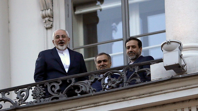 Iranian Foreign Minister Mohammad Javad Zarif (L) talks to journalist from a balcony of the Palais Coburg hotel where the Iran nuclear talks meetings are being held in Vienna, Austria July 9, 2015. (Reuters/Carlos Barria)