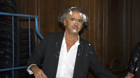 Bernard-Henri Levy entarté par Noel Godin à Namur en 2015