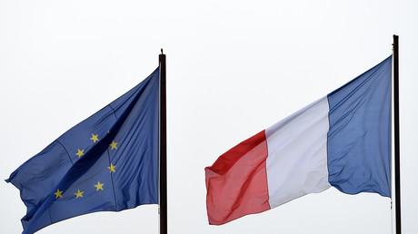 Drapaux européen et français