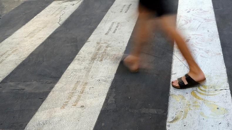 Trouver du travail en traversant la rue ? Pas si simple pour tout le monde (VIDEO)