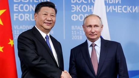 Le président russe Vladimir Poutine en compagnie de son homologue chinois Xi Jinping à Vladivostok le 11 septembre 2018.