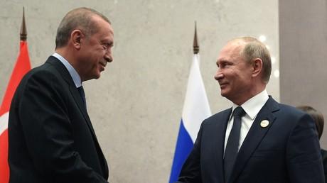 Recep Tayyip Erdogan, président de la République de Turquie (g.) et Vladimir Poutine, président de la Fédération de Russie (d.).