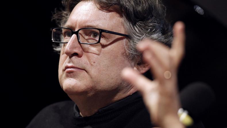 «Quand c'est Charlie Hebdo, on a le droit à la satire» : Michel Onfray défend sa «Lettre à Manu»
