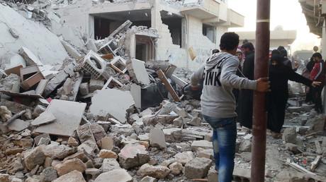 Bâtiment en ruines après un raid aérien de la coalition dirigée par les Etats-Unis sur la ville syrienne de Raqqa.