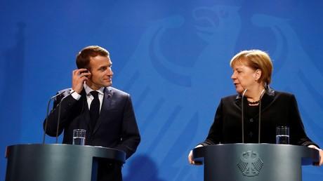 Le président de la République française Emmanuel Macron et la chancelière allemande Angela Merkel, à Berlin le 18 novembre 2018 (image d'illustration)