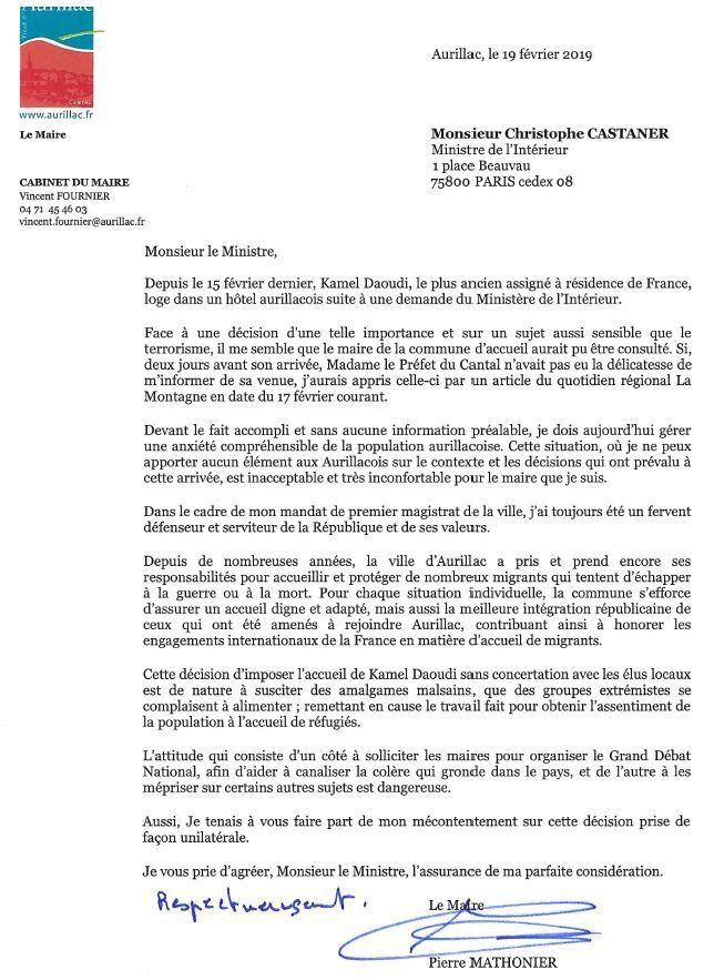 Terroriste logé à l'hôtel : le maire d'Aurillac demande des comptes à Christophe Castaner