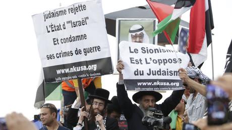 En juillet 2014 à Paris, deux rabbins participent à une manifestation contre la campagne militaire d'Israël à Gaza, et affichent leur opposition au sionisme (image d'illustration).