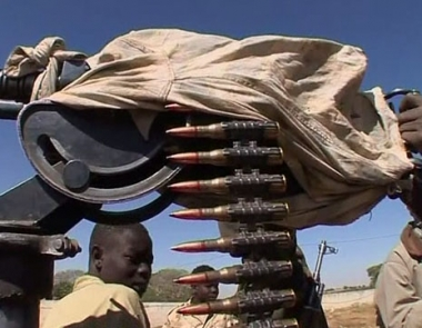هولمز: حركة العدل والمساوة تجند لاجئين سودانيين