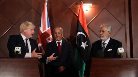 بوريس جونسون يعقد مؤتمرا صحفيا في طرابلس مع وزير الخارجية في حكومة الوفاق الليبية محمد سيالة