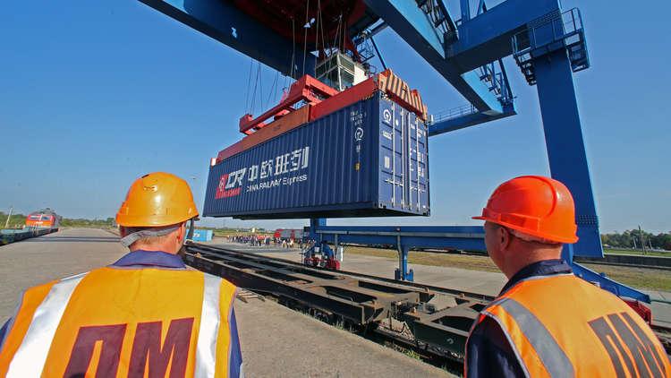 لماذا تشجع روسيا الكوريتين على ربط سككهما الحديدية؟