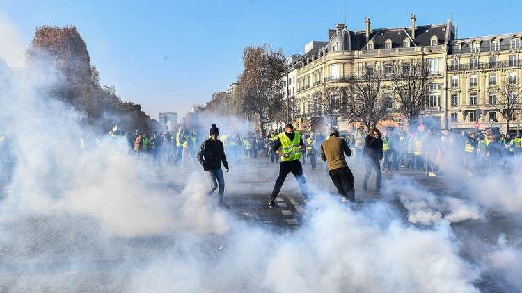 400 injured in protests over rising fuel prices in France