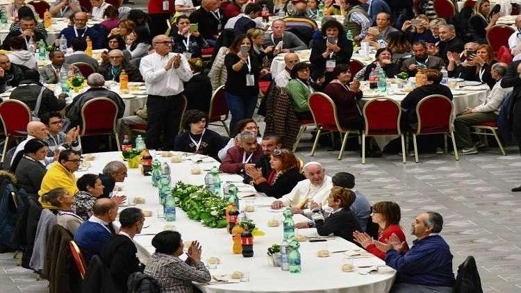 البابا فرنسيس يتعاطف مع فقراء العالم ويرثي لمعاناتهم
