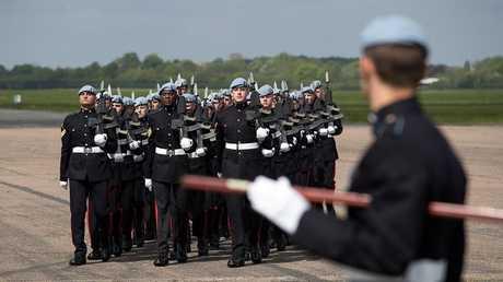 الحكومة البريطانية تستدعي جنود الاحتياط استعدادا لبريكست دون اتفاق