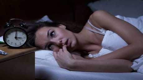 الحرمان من النوم يسرّع تلف الدماغ لدى مرضى ألزهايمر