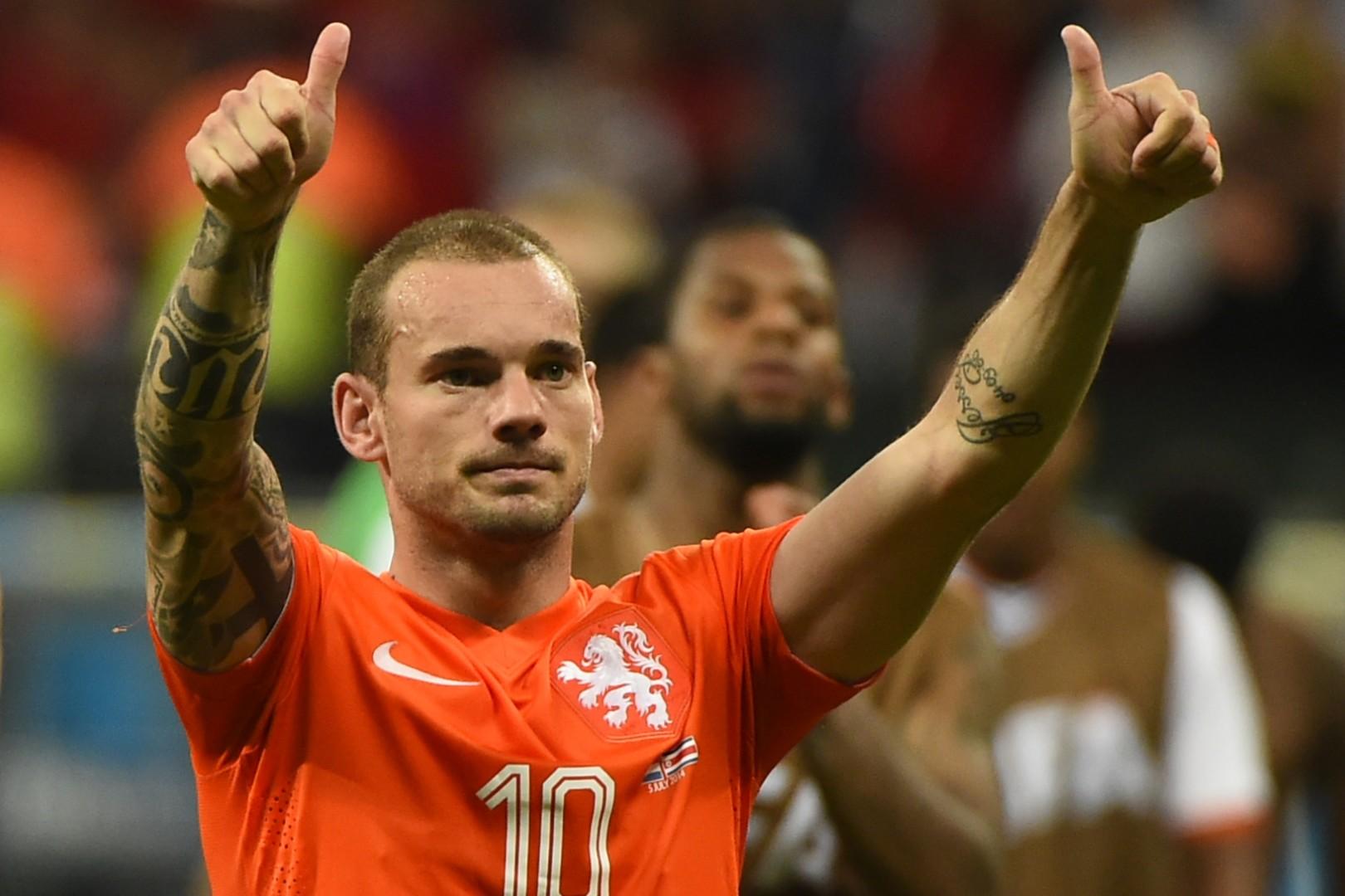 الهولندي شنايدر يعلن اعتزاله كرة القدم