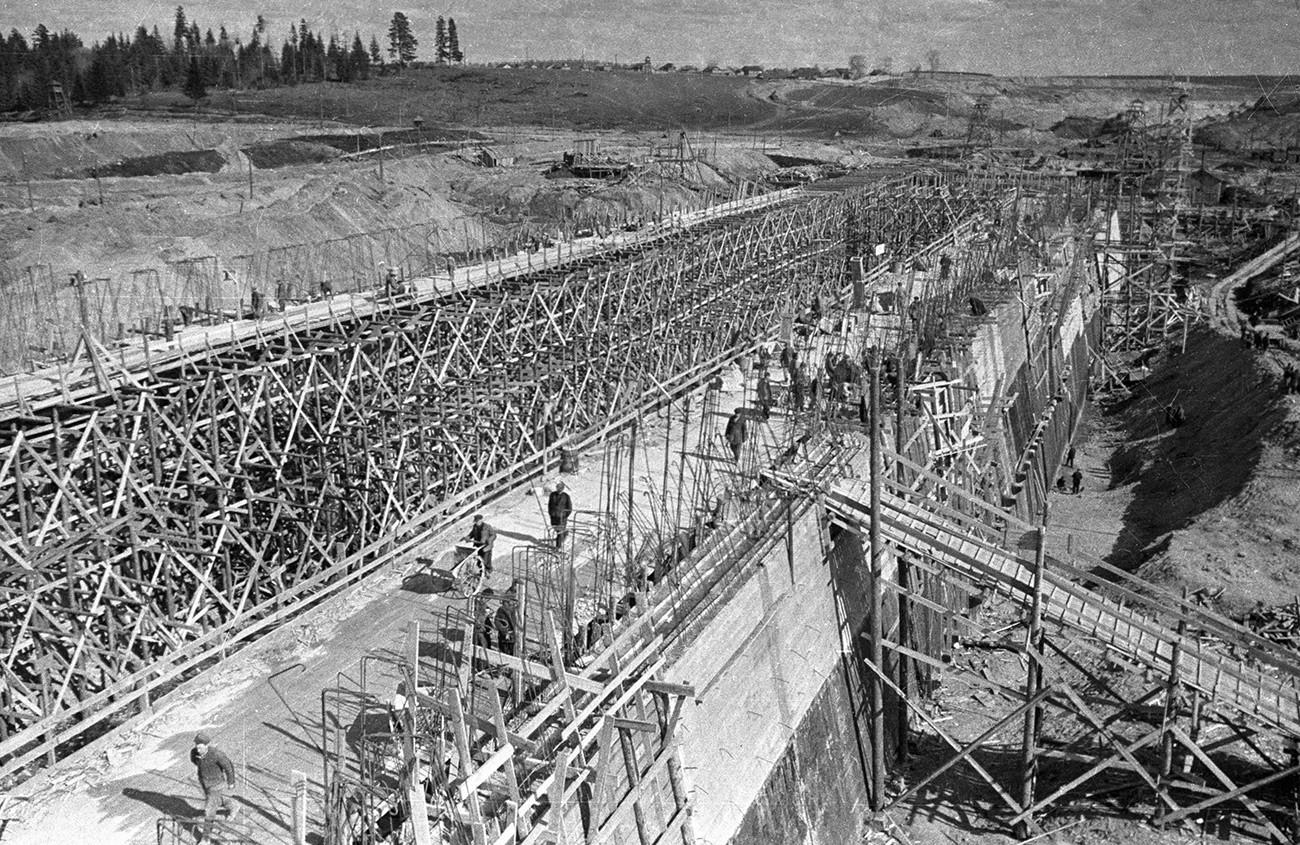 Изградња шесте бродске преводнице на каналу Москва-Волга.