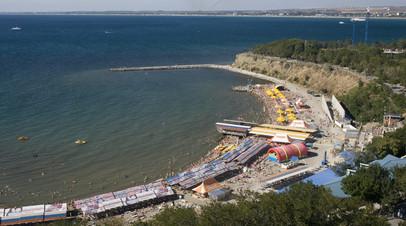 На городских пляжах Анапы запретили купание из-за гроз
