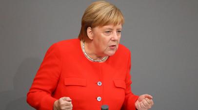 Меркель заявила о необходимости диалога с Россией