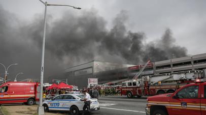 В Нью-Йорке 17 человек пострадали в результате пожара в торговом центре