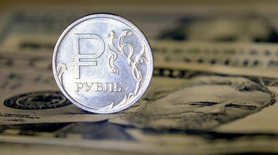 Орешкин: рубль выглядит устойчивым на фоне валют стран с развивающейся экономикой