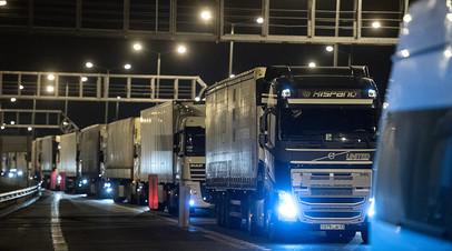 По Крымскому мосту началось грузовое движение