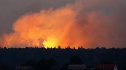 «В секунду происходит два—три взрыва»: что известно о пожаре на одном из крупнейших складов ВСУ