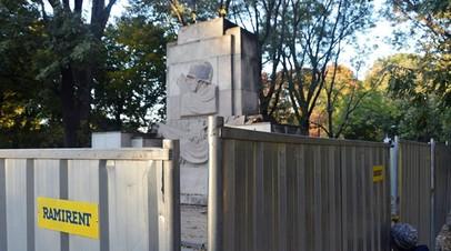 Памятник Благодарности Красной армии начали сносить в Варшаве