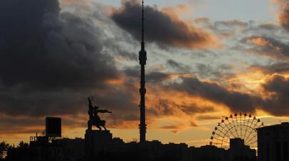 Подсветку Останкинской башни выключили в знак траура по погибшим в колледже в Керчи