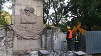 В Варшаве продолжили снос памятника Благодарности Красной армии