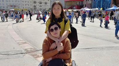 «Столько добрых людей написали»: якутская школьница зарабатывает через Instagram на реабилитацию онкобольной мамы
