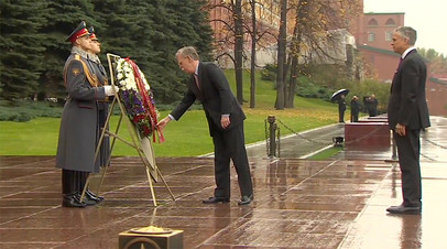Советник президента США Болтон возложил венок к Могиле Неизвестного Солдата