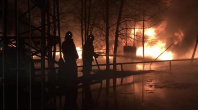 Пожар на нефтебазе в ХМАО локализовали на площади 300 квадратных метров
