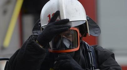В Пушкине горит склад на площади 900 квадратных метров