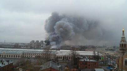 В горящем гипермаркете в Петербурге произошло обрушение кровли