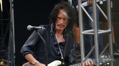 СМИ сообщили о госпитализации гитариста Aerosmith Джо Перри
