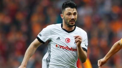 Футболиста «Бешикташа» отстранили за приём пищи в перерыве матча