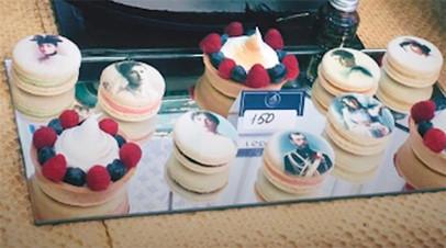 Представитель дома Романовых оценил пирожные с изображением царской семьи