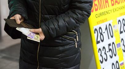 «Не просто приступ жадности»: как Украина пытается покрыть дефицит Пенсионного фонда за счёт работающих за рубежом