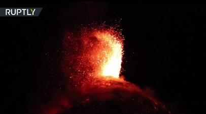 В Гватемале около 4 тыс. человек эвакуированы из-за извержения вулкана Фуэго