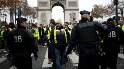 В Париже в ходе акции протеста пострадали два полицейских