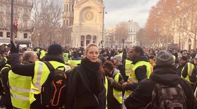 Ума Турман оказалась в центре акций протестов в Париже