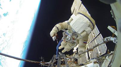 Российские космонавты вышли в открытый космос для исследования обшивки «Союза»
